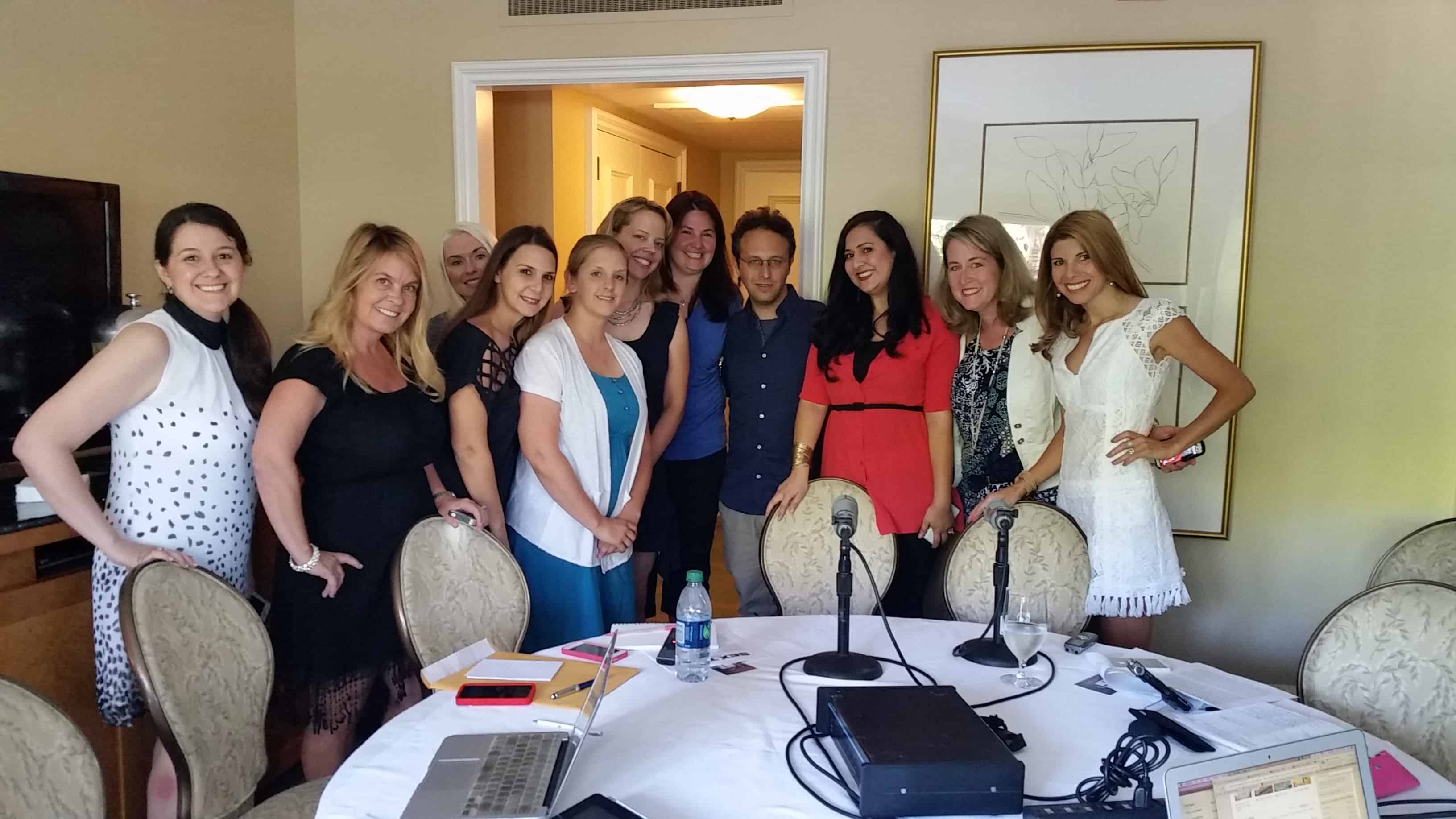 Interview with Jake Kasdan group picture with bloggers!