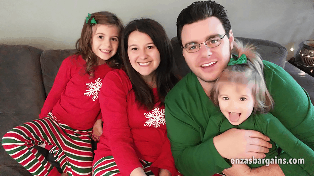 Matching Family Pajamas from Sleepyheads.com. Family Christmas Picture Idea!