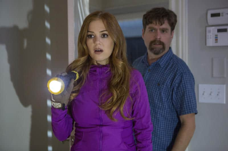 DF-04952R - Jeff Gaffney (Zach Galifianakis) and his wife Karen (Isla Fisher) investigate the shocking secrets of their new neighbors, the Joneses. Photo Credit: Frank Masi, SMPSP.