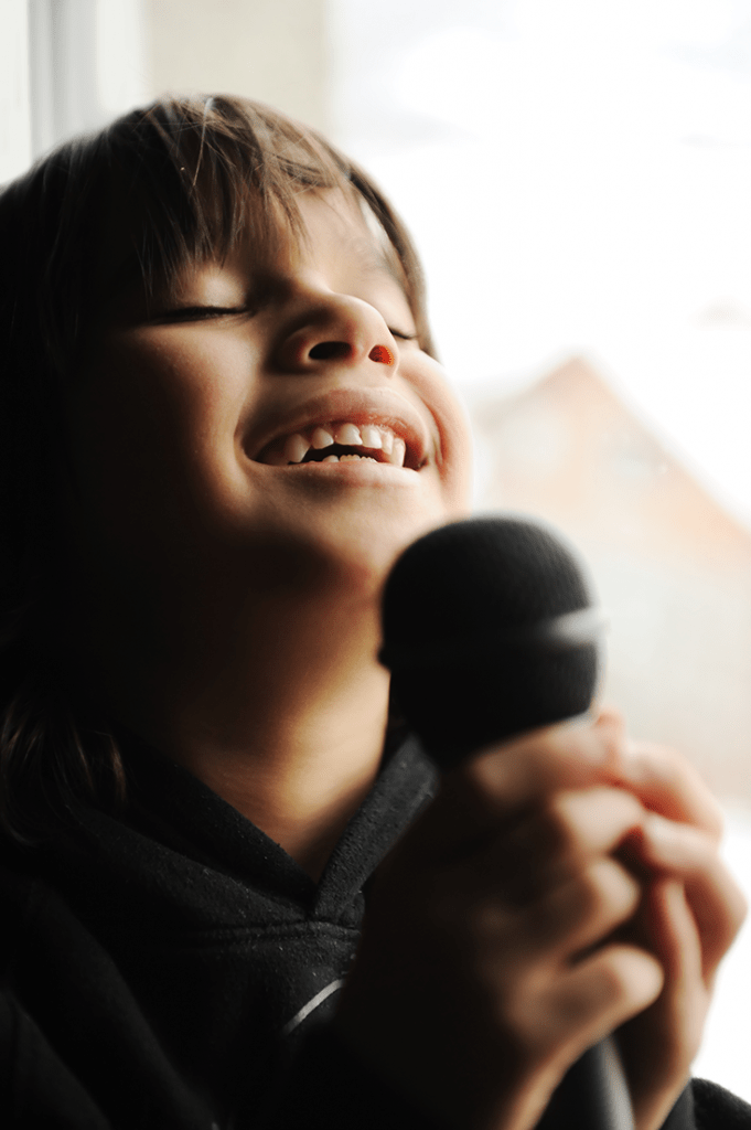 musician-kid-singing-with-microphone_rkn9shtri